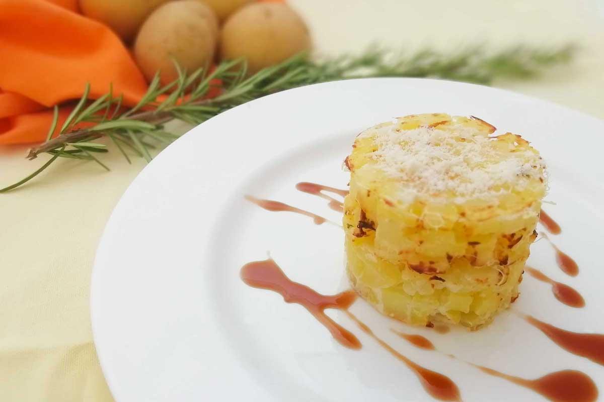 Cilindro di Patate di Bologna D.O.P. con ricotta al profumo di timo e salsa al balsamico