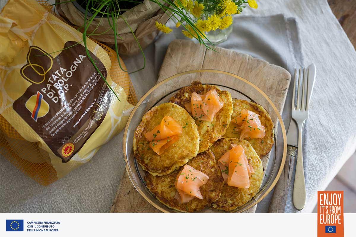 Pancake di Patate di Bologna D.O.P. con salmone affumicato ed erba cipollina