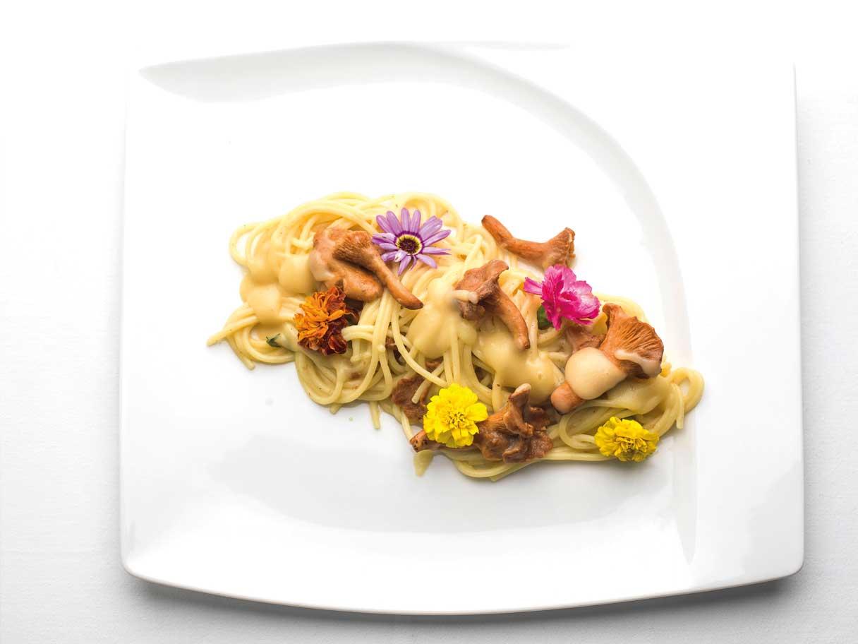 Patata di Bologna - Ricette - Spaghetti con crema di Patate di Bologna D.O.P. e funghi.