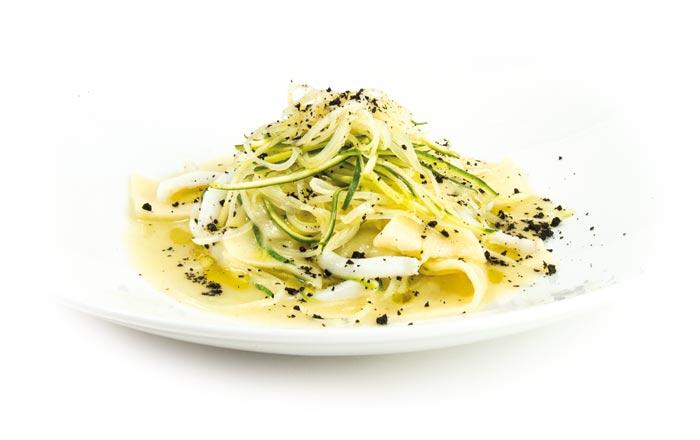 Maltagliati di Patate di Bologna D.O.P. con seppia, fili di zucchina e polvere di olive nere.